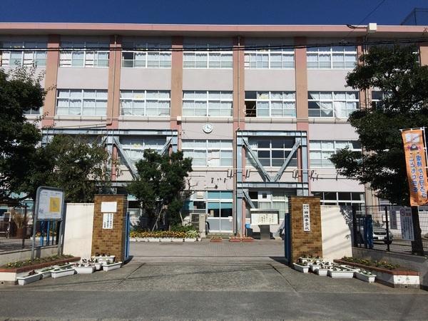 福岡市早良区田隈2丁目戸建の中学校画像