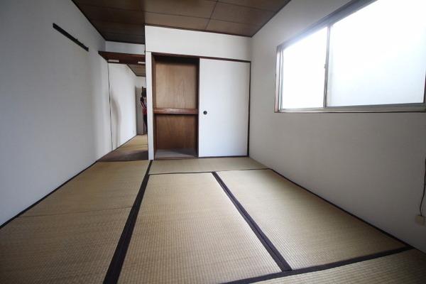 大阪市港区市岡3丁目のタウンハウスの和室画像