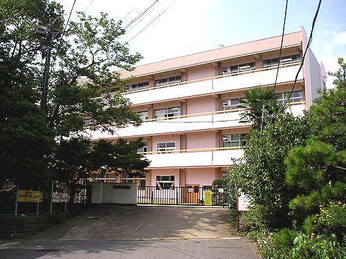 上戸建の小学校画像