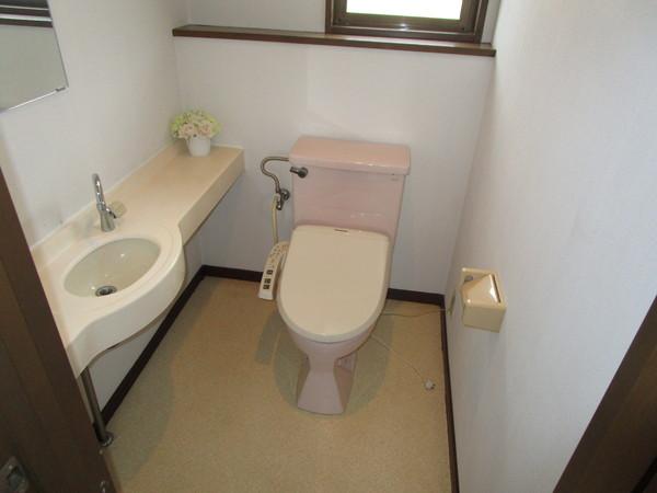 奈良市左京1丁目 中古一戸建のトイレ画像