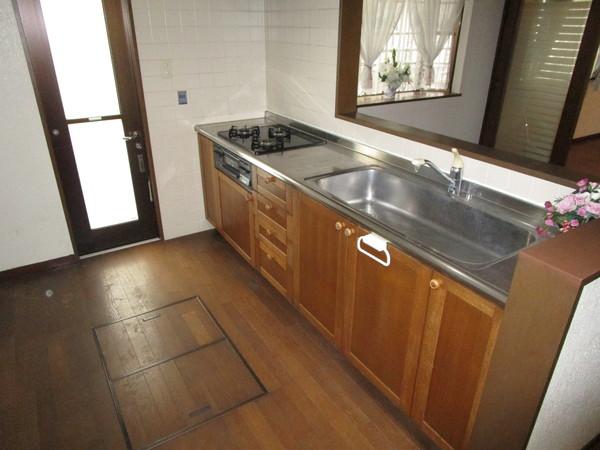 奈良市左京1丁目 中古一戸建のキッチン画像