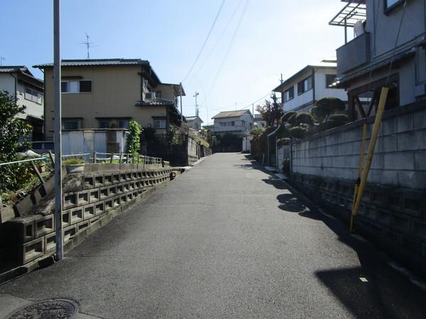 生駒郡平群町北信貴ヶ丘 売土地の前面道路含む現地写真画像